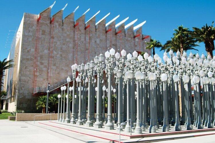 館内に入らなくても楽しめるフォトジェニックなアートが人気のロサンゼルスカウンティー美術館へ。