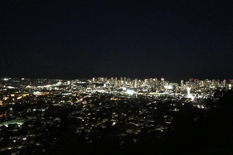 ツアー時間に余裕がある場合には、無料にてタンタラスの丘夜景ツアーもご提供しています。お楽しみ下さい😃