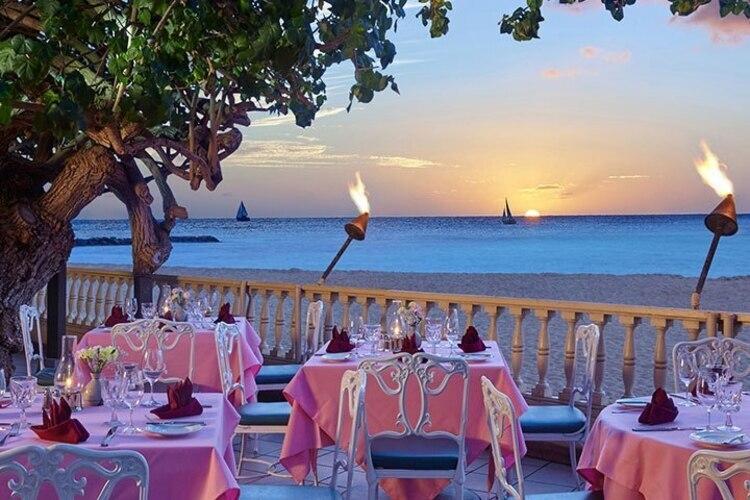 美しい景色を眺めながら、ハワイでしか経験できない素敵な時間を。