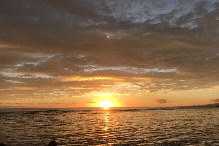 オアフ島を満喫した後はシメのサンセット☀️🌴楽しかった旅の思い出を焼き付けて下さい。